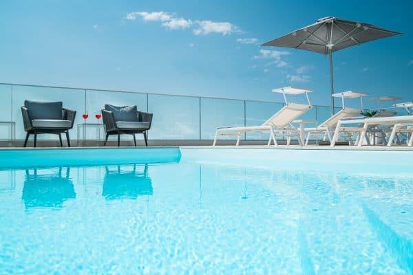 Rooftop con piscina e skybar in hotel a Lignano Sabbiadoro (Udine)