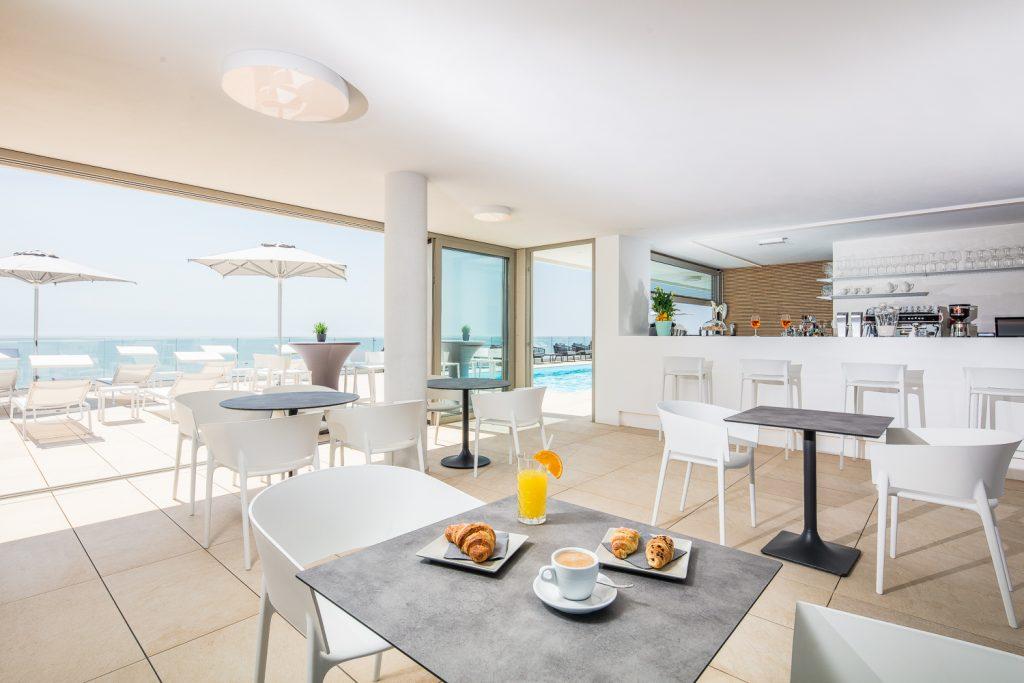 Illuminazione in fotografia, sala colazioni in hotel a Lignano Sabbiadoro