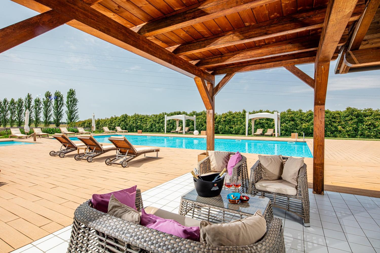 Fotografo a Bibione Servizio fotografico in hotel con piscina a bibione
