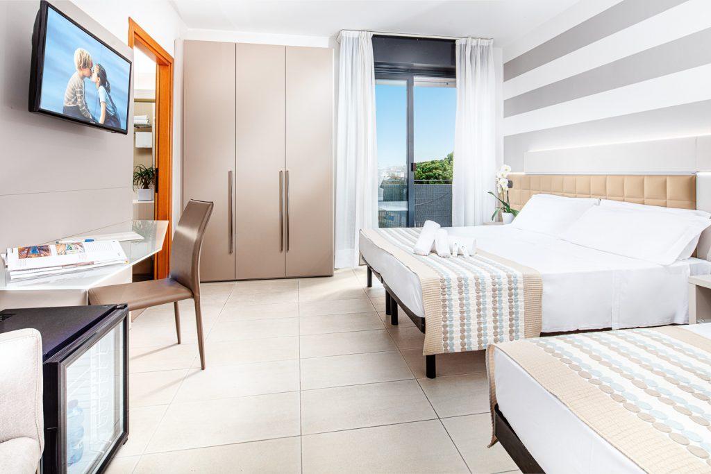 Fotografia in business hotel con staging per camere e letto. Luce naturale e artificiale